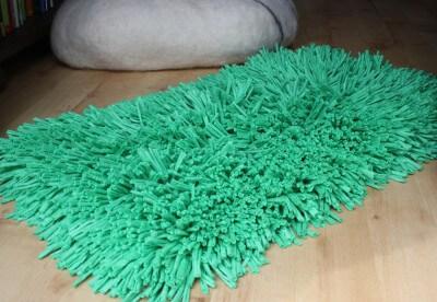 Frühlingswiese für das Wohnzimmer. Ein Teppich aus Textilgarn!