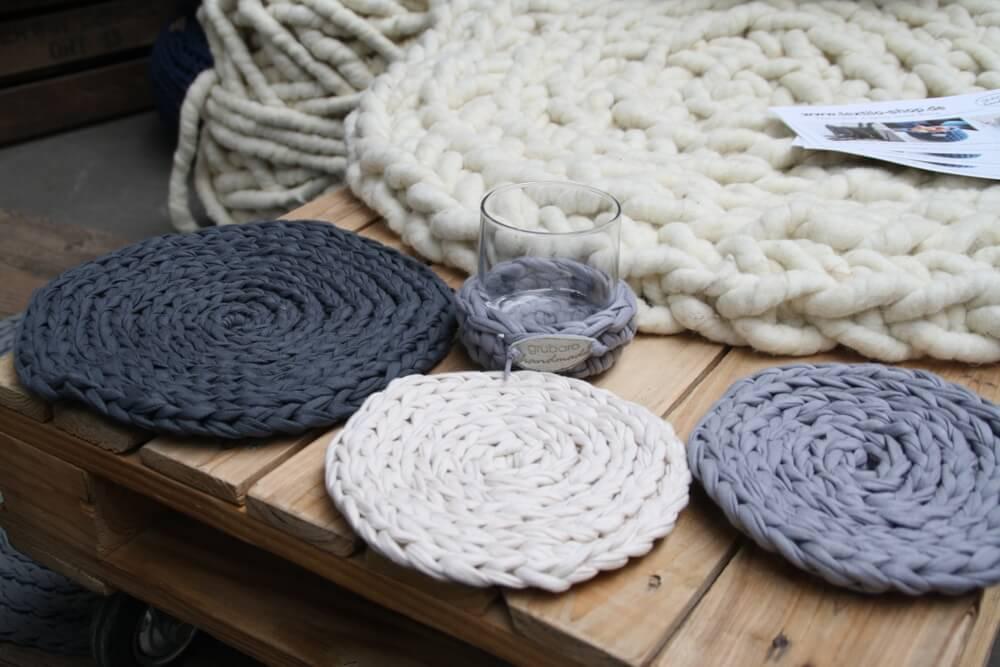 Gehäkelte Tisch-Sets aus Textilgarn (Original Textilo Stripes Anthrazit W, CremeT und Silber T )